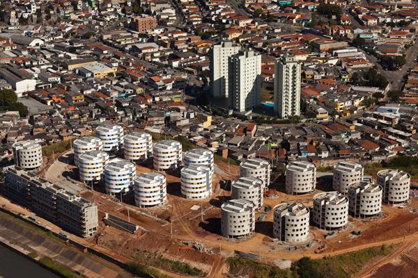 Ruy ohtake conjunto habitacional heli polis housing for Apartments in sao paulo brazil