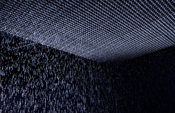 Rain_Room_Installation_images_Felix_Clay._Rain_Room_Random_International_2012._Courtesy_of_Barbican_Art_Gallery